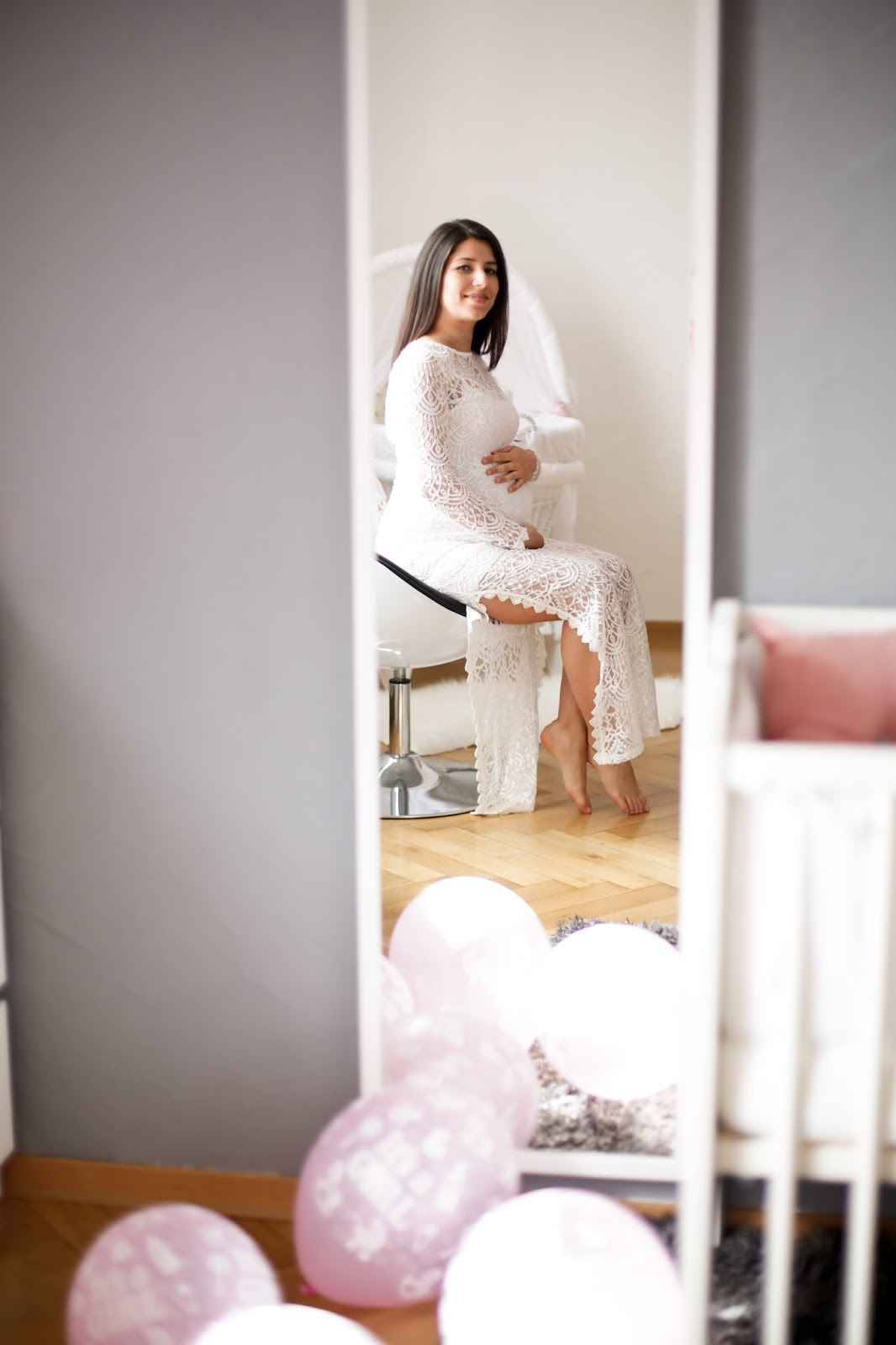 en güzel kıyafetler açık renkli özellikle beyaz elbiseler oluyor bu tarz çekimlerde
