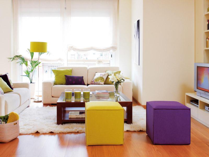 Salas pequenas coloridas e encantadoras decora o e ideias - Como decorar un salon en forma de l ...