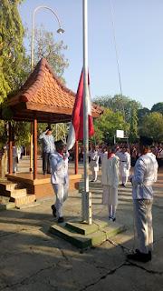 Pengibaran Bendera HUT RI ke-73 SMAN 11 Surabaya