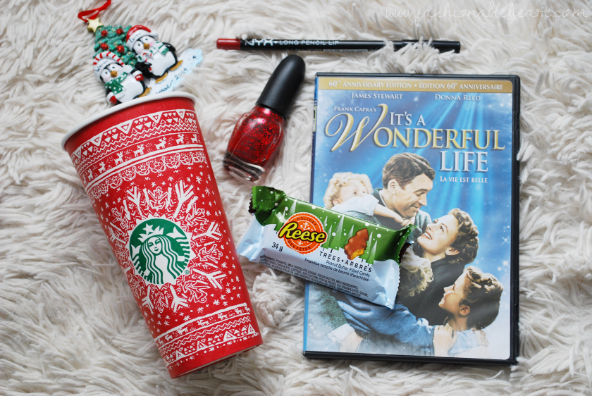 bbloggers, bbloggersca, canadian beauty bloggers, red cup, christmas, essentials, holiday, list, sweaters, reeses trees, movies, advent calendar, cozy, lifestyle, lbloggers