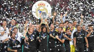FÚTBOL - El Real Madrid alza su cuarta Supercopa ante el Manchester United de Mourinho