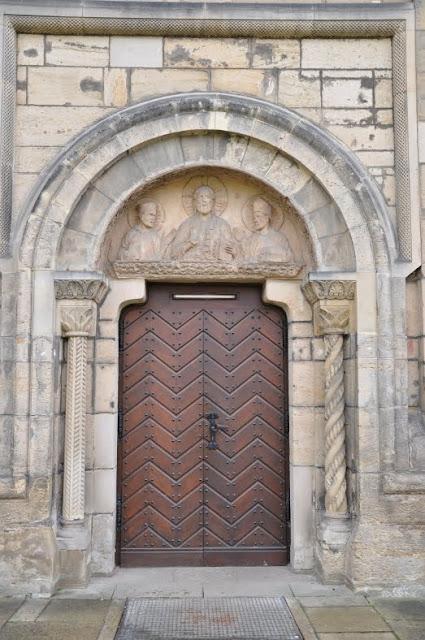 Romański kościół Św. Godeharda w Hildesheim - rekonstrukcja portalu