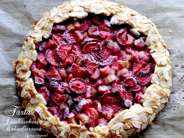 Rustykalna tarta z truskawkami i rabarbarem - Czytaj więcej »