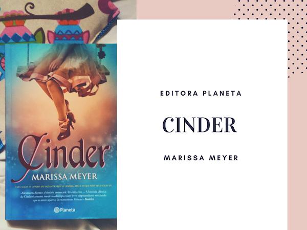   Review   Cinder de Marissa Meyer
