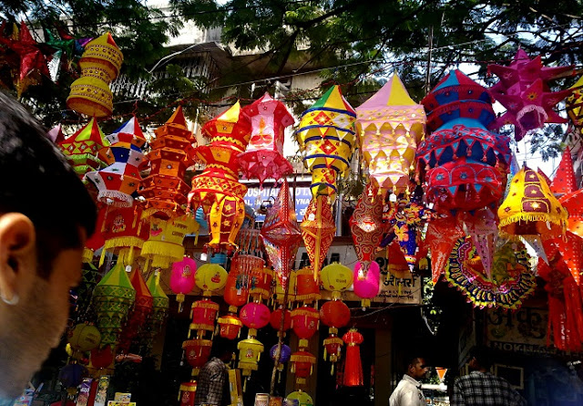 The foremost India travel advice is to bargain while shopping
