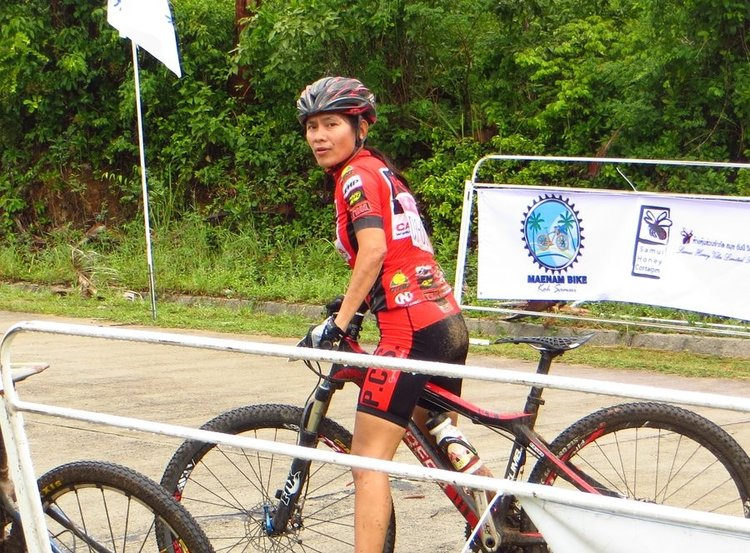 участница велогонки