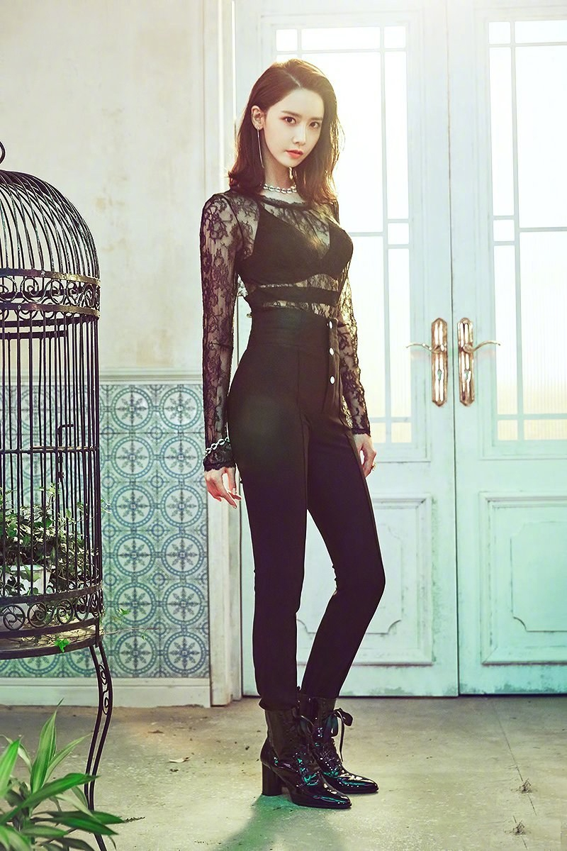Yoona Is Looking Sexy In Black  Daily K Pop News-6595