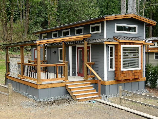Tiny house town the wildwood cottage 400 sq ft for Tiny vacation homes