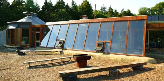 10 reasons why earthships are awesome - sustainable does not mean primitive