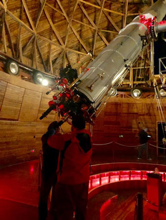 Lucky observers get their first look through the eye piece of the 24 inch Clark Telescope (Source: Palmia Observatory)
