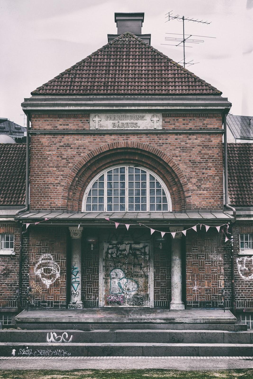 Helsinki, suomi, finland, myhelsinki, visithelsinki, old building, vanha rakennus, tiilirakennus, vanha tiili, nuorisotalo, vallila, kallio, teollisuuskatu, outdoors, outdoorphotography, photographerlife, valokuvaaja, Frida Steiner, Visualaddict, visualaddictfrida, kaupunki, streetlife, streetphotography