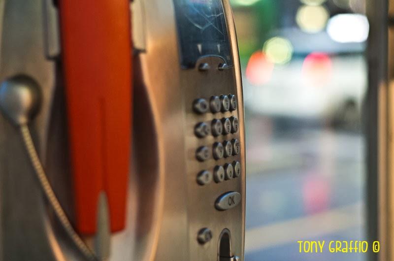 le ultime cabine telefoniche di Milano