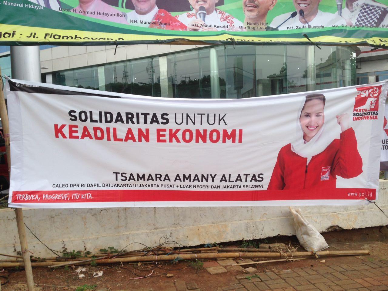 Spanduk Tsamara Amany