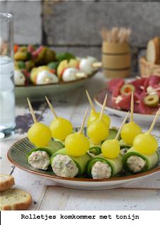 Komkommer met tonijn,bosui en uitjes