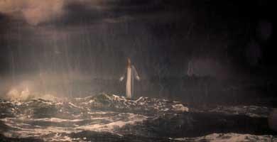 Hijo de Dios jesus caminando en aguas