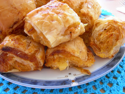 http://www.pembecupcake.com/patatesli-banyolu-citir-borek/
