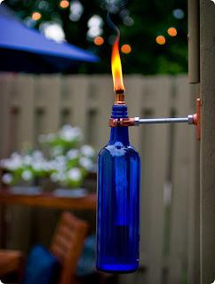 Botella de vino azul