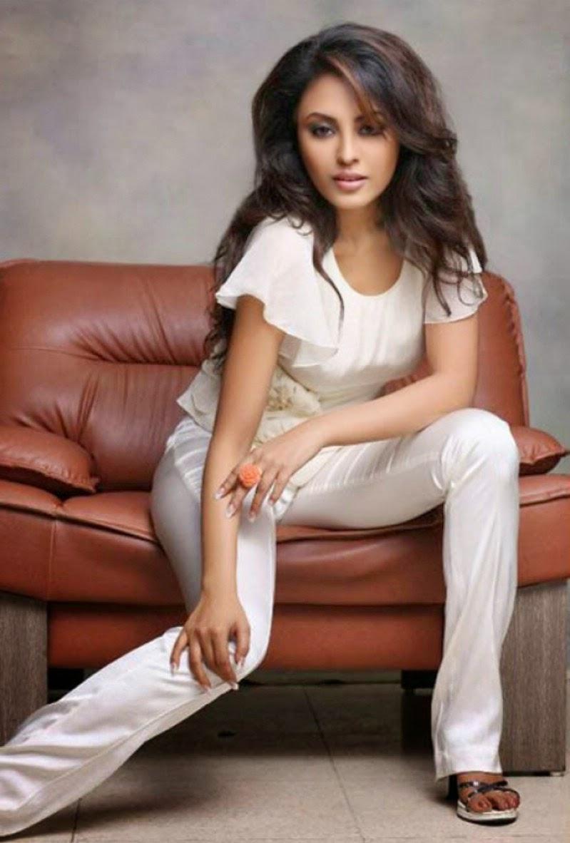 Actress Meenakshi Unseen Cute Hot Spicy Photoshoot Gallery