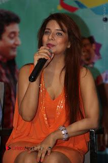 Actress Saloni Aswani Pos in Short Dress at Meelo Evaru Koteeswarudu Movie Interview  0127.JPG