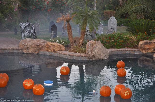 万圣节泳池