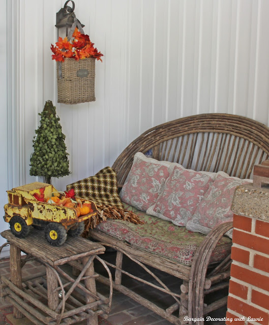 FALL DECOR ON THE PORCH