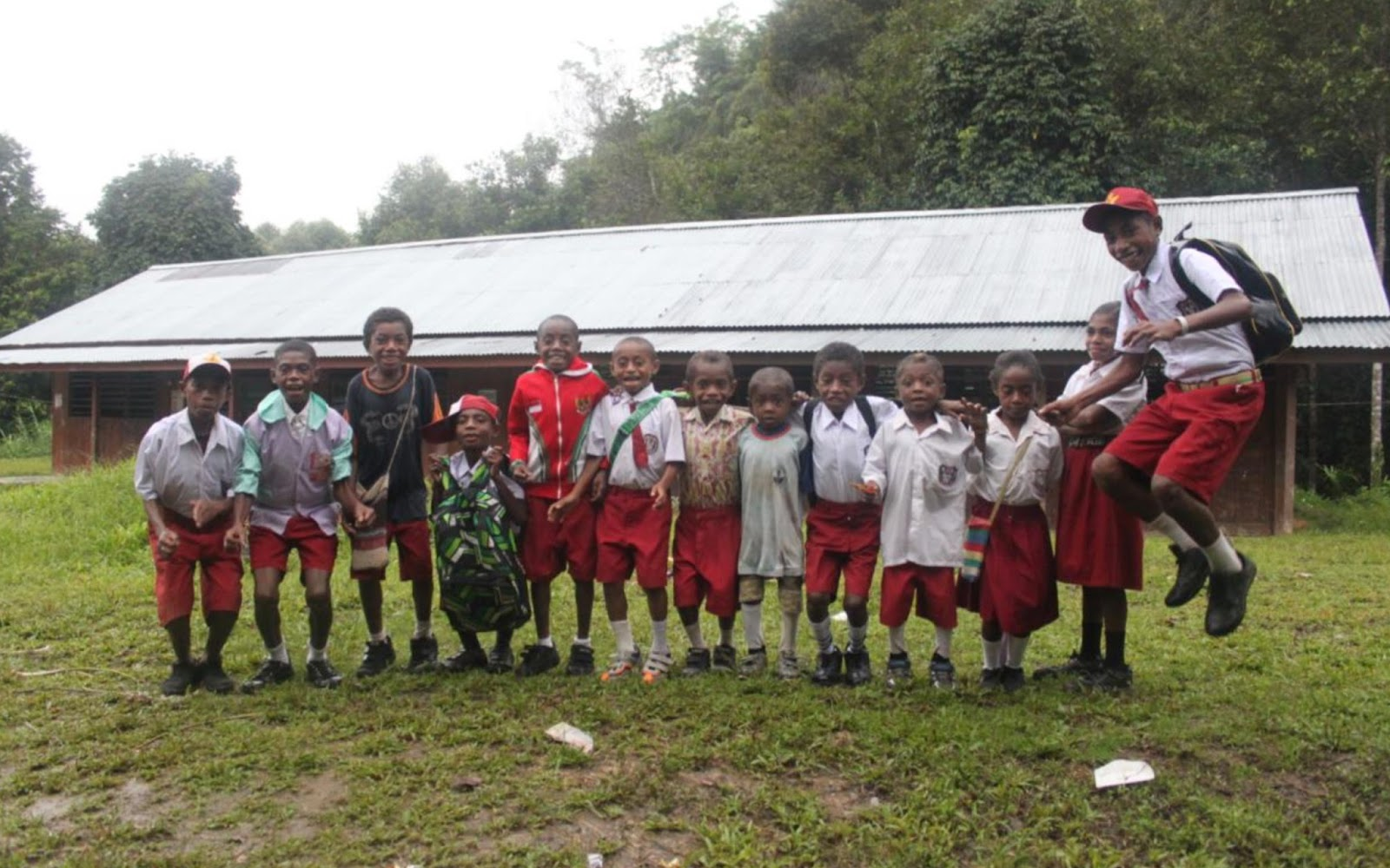 Anak-anak SD Yensei Teluk Bintuni Papua Barat project perpustakaan Book for Mountain