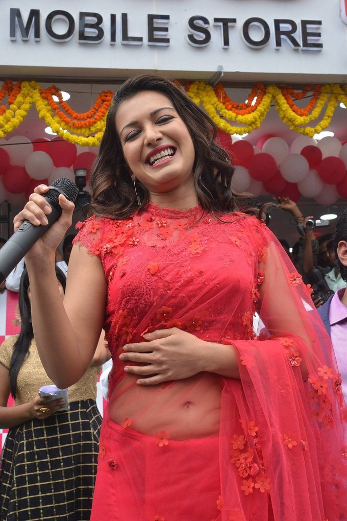 Catherine Tresa Launches B New Mobile Store in Guntur
