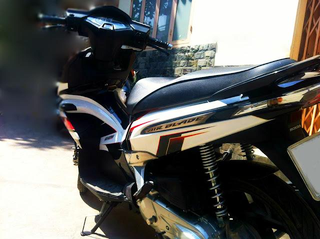 Sơn tem đấu xe Honda Airblade thái cực đẹp