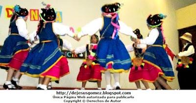 Foto de niños en pleno baile de la Danza Tunasmarca por Jesus Gómez