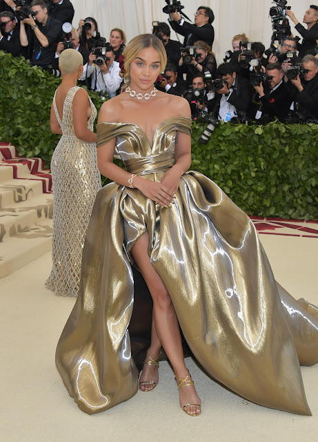 Jasmine Sanders wears H&M to The Met Gala