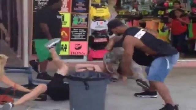 Δυο σεκιουριτάδες στην Αμερική έβγαλαν νοκ άουτ γυμνασμένο ταραξία! (video)