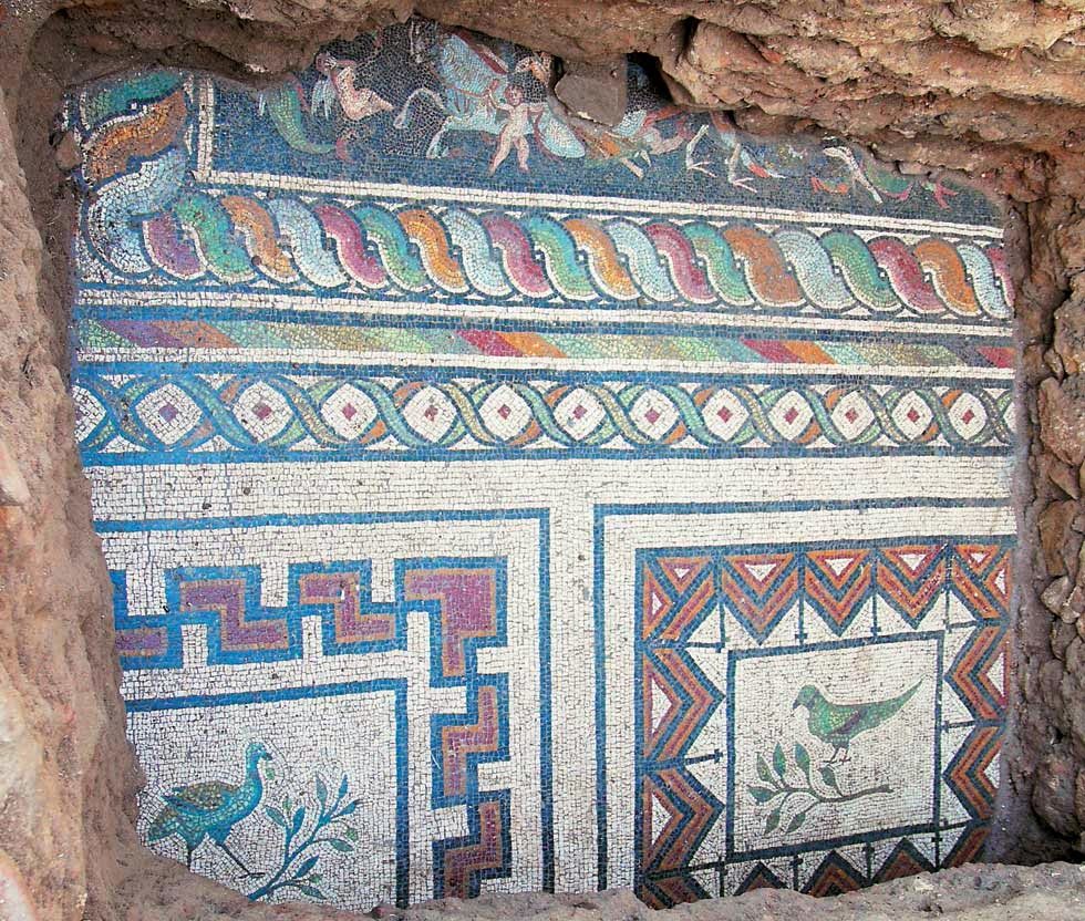 Majestic mosaic unearthed in Northern Greece