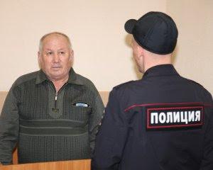 Попросив зняти георгіївську стрічку: у Росії пенсіонер вбив молодика