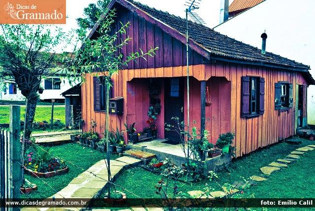Em meio a todo o luxo de Gramado, ainda é possíve se encantar com a simplicidade em casinhas humildes como esta.