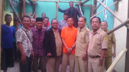 BJB Kucurkan CSR Perbaiki Rumah Warga Abadijaya