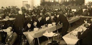 Sesión de simultáneas en el Club de Ajedrez Manresa