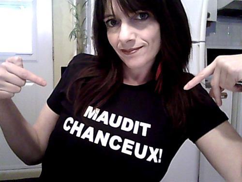 """Le tee shirt """"Maudit Chanceux!"""" pour demoiselles libertines et ouvertes d'esprit."""