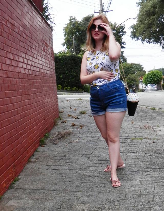 Look: Shorts cintura alta e bolsa de cone de sorvete