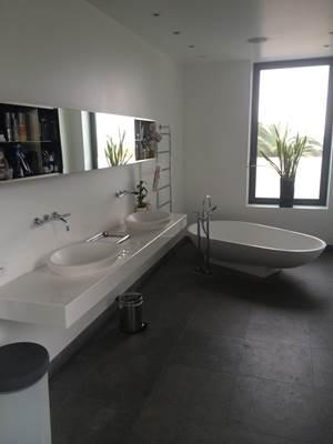 un plombier sur nice et artisan polyvalent votre coute ongles online. Black Bedroom Furniture Sets. Home Design Ideas