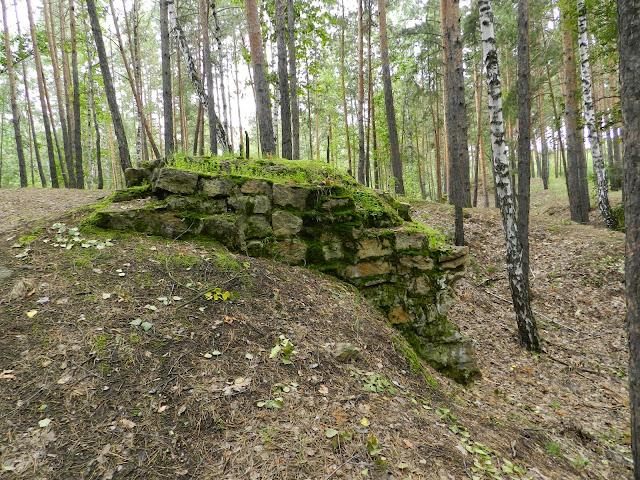 Развалины на одном из карьеров по пути на Монахи