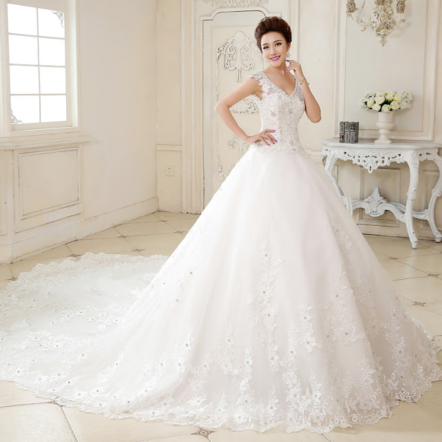 Luxurious V-Neck Beading Appliques Chapel Train Wedding Dress