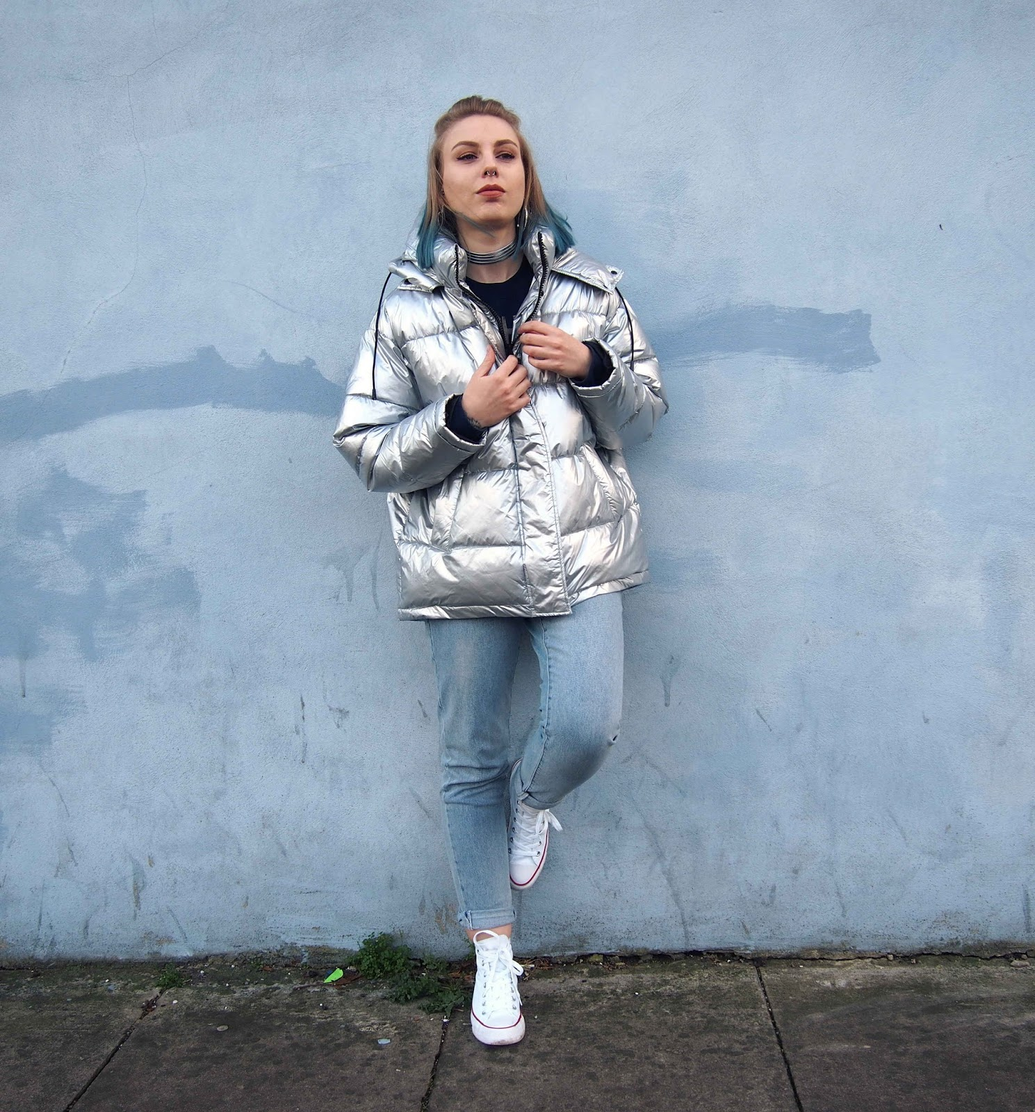 how to wear a silver coat jacket, light before dark metallic silver puffer jacket urban outfitters, 90's grunge alternative style, vintage fashion style, girlfriend jeans 1