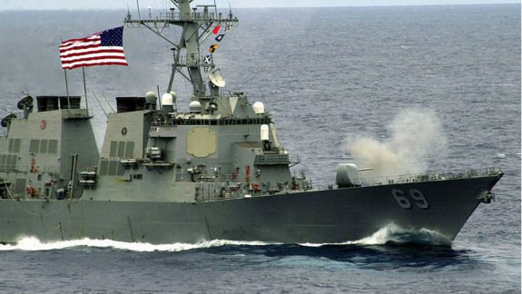 #TrueNews : U.S.Navy ship fired warning shots to Iran's Islamic Revolutionary Guard Corps threatening vessel