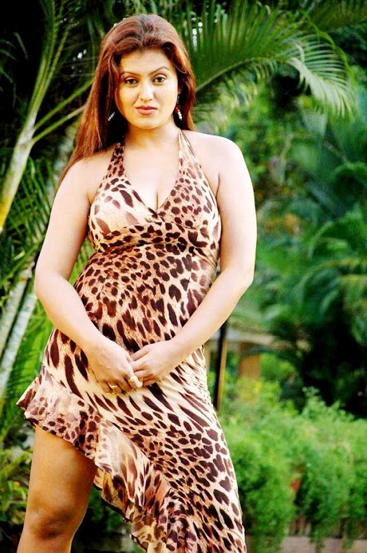 Sexy Indian Aunty Deep Cleavage Pics  Hot Actress Picx-3586