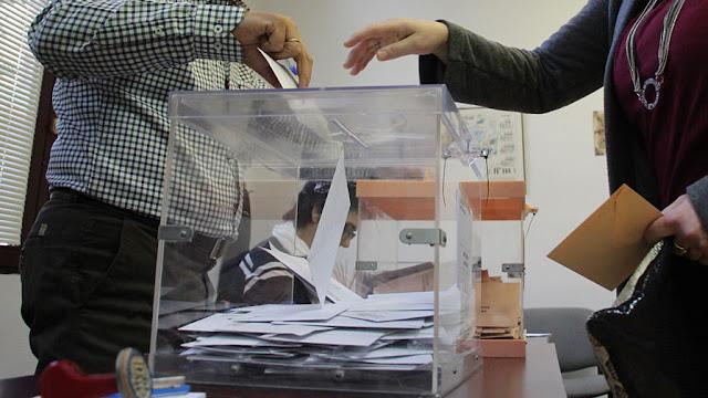 Urna en las elecciones generales de 2015 en Barakaldo