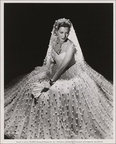 Vestido com textura de bolinhas saia rodada estilo bolo de noiva