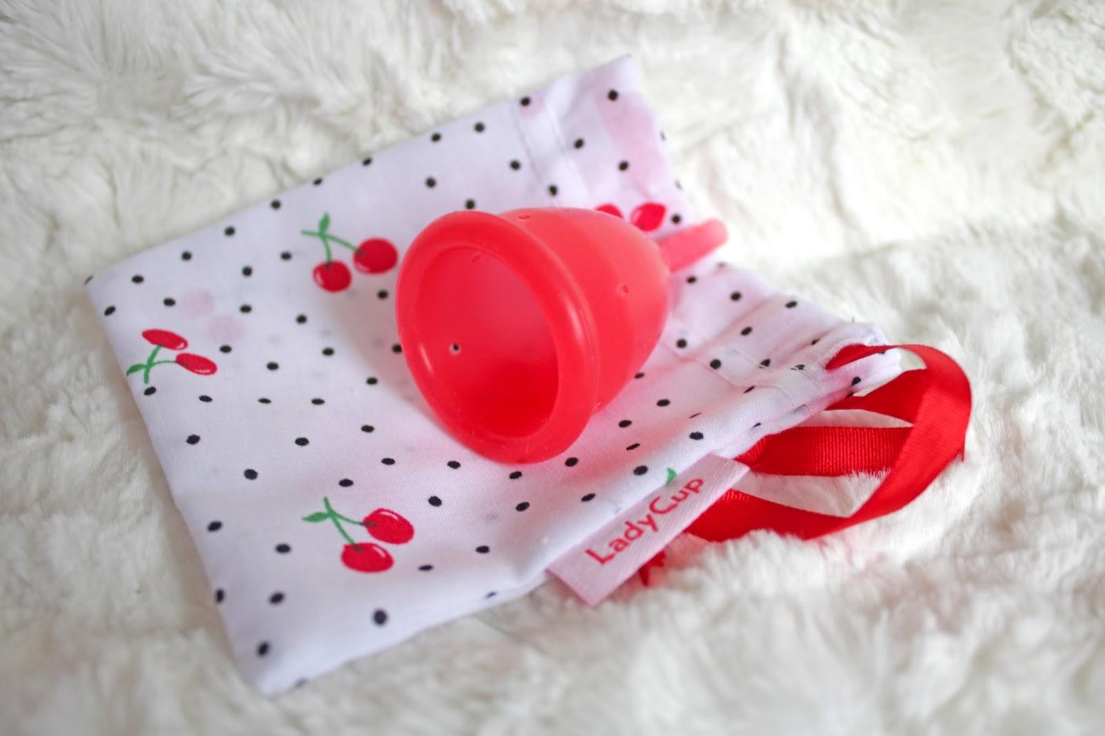 c1aec3a70f LadyCups kommen in hübschen Farben und mit dekorativen Beutelchen.