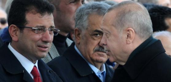 الصورة التي يبكي فيها أكرم إمام أوغلو أمام أردوغان