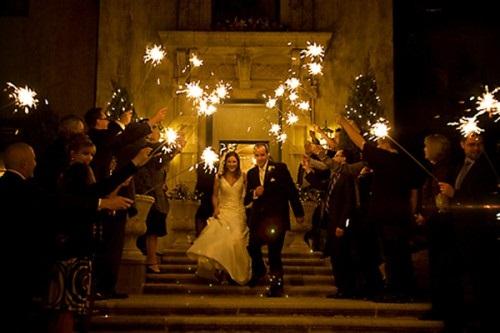 ideias-diferentes-do-tradicional-para-a-saida-dos-noivos-da-cerimonia-sparkles