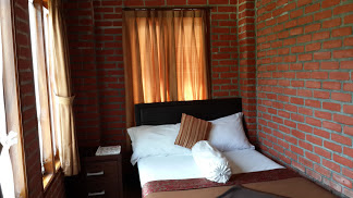 Farm House Lembang : Hotel Bantal Guling